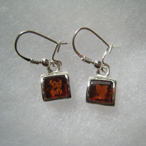 Boucle d'oreilles carré pendant - bijou ambre et argent