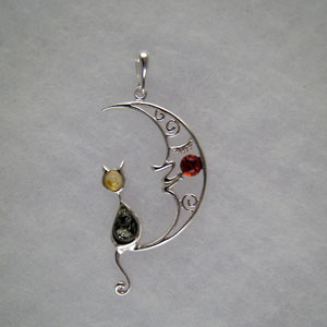 Pendentif chat lunaire - bijou ambre et argent