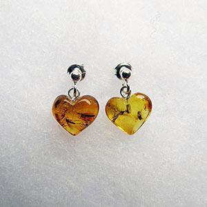Boucles d'oreilles coeur avec insectes - bijou ambre et argent