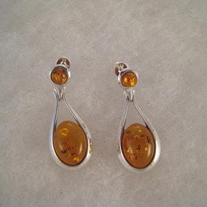 Boucles d'oreilles à perle cognac cernée - bijou ambre et argent