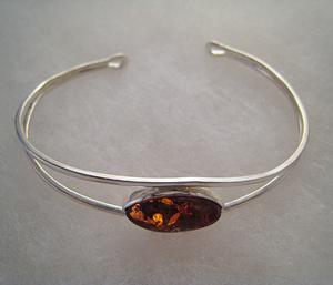 Bracelet avec perle d'ambre ovale - bijou ambre et argent