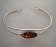 Bracelet avec perle d'ambre ovale