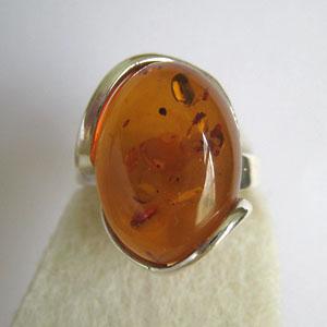 B7   Bague ovale - bijou ambre et argent