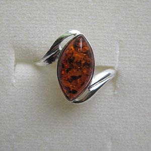 B26   Bague ovale tourbillon - bijou ambre et argent