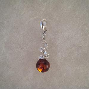 Pendentif boule suspendu sur tortillon  - bijou ambre et argent