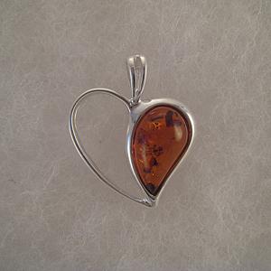 Pendentif coeur moitié ambre  - bijou ambre et argent