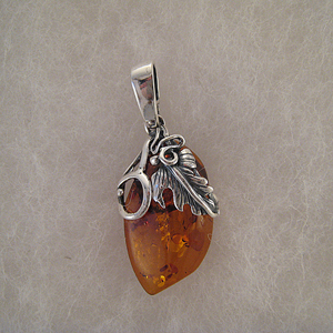 Pendentif pierre d'ambre feuille de vigne - bijou ambre et argent